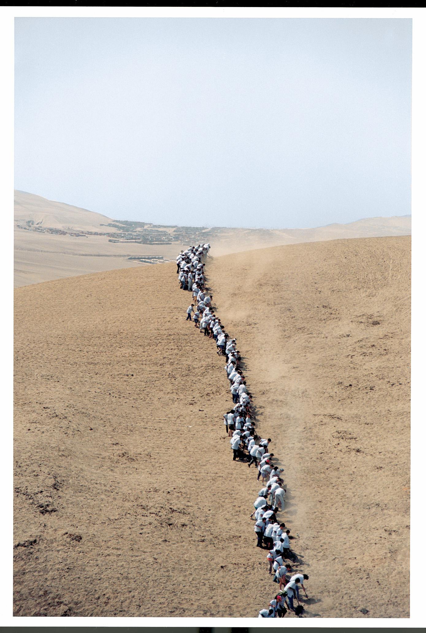 Francis Alÿs, When Faith Moves Mountains, Lima 2002. Photo: Francis Alÿs.